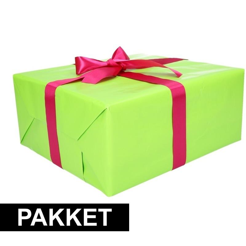 Groene cadeauverpakking pakket met roze cadeaulint