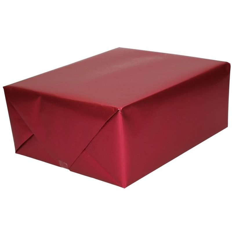 Verjaardag kadopapier unikleur bordeaux rood 150 x 70 cm met luxe zijdeglans afwerking
